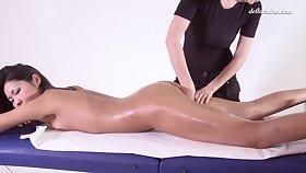 Alga Ruhum Full Body Massaged With Grease someone's palm