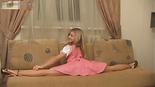 Super Flexible Sexy Russian Girl Valentina!