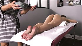 Not gripped pussy of all lubed slender Jennifer Lorentz is teased not later than massage