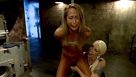 Blonde lezdom whips muted comme ci slave